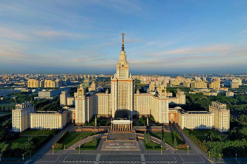 Trường Đại học quốc gia Moskva Lomonoxov.